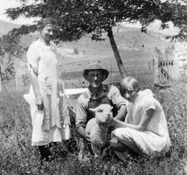 Gladys with mother and father