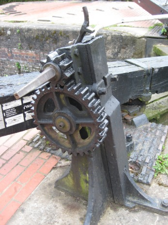 Winding gear for the opening and closing the gates to the locks.